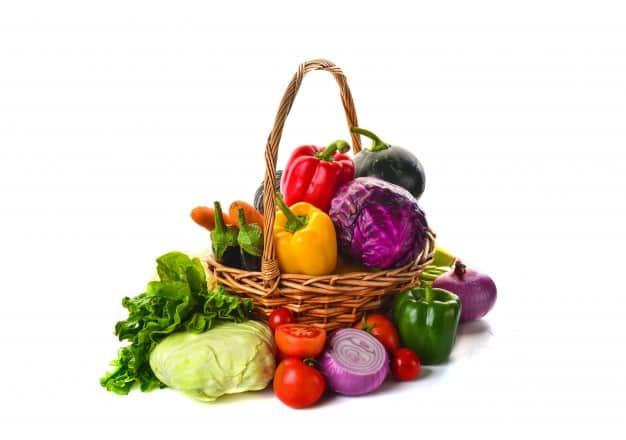 cesta-llena-de-verduras_1112-316