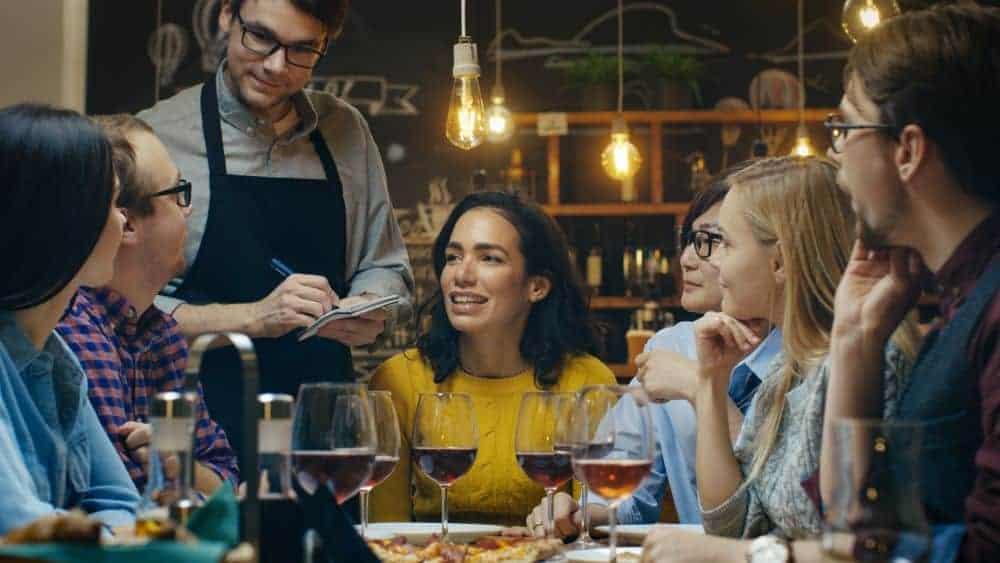 4 claves en la atención y  servicio al cliente en un restaurante