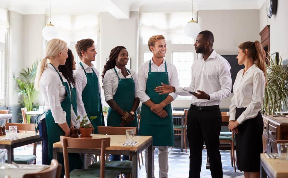 Las fases de venta en un restaurante son claves a la hora de mejorar el servicio y lograr mayores vetas de la mano de la satisfacción del cliente.